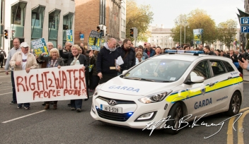 Protestors applaud a Garda car that was misdirected during a march against the incoming water charges in the Republic of Ireland. Dame Street, Dublin. 1st November 2014