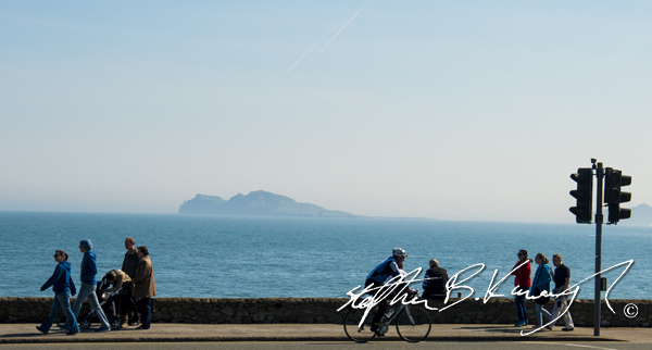 A beautiful day down by the East coast. Portmarnock, Dublin, Ireland. 6th April 2015. Picture Credit: Stephen B.K.